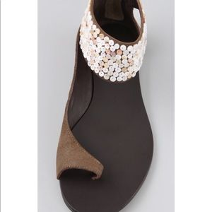 Elizabeth and James Becky Toe Ring Cuff Sandals 8